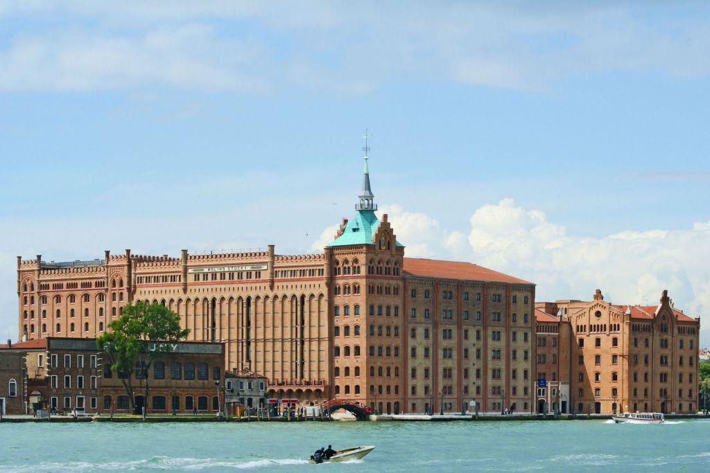Molino Stucky vom Canale della Giudecca aus gesehen.
