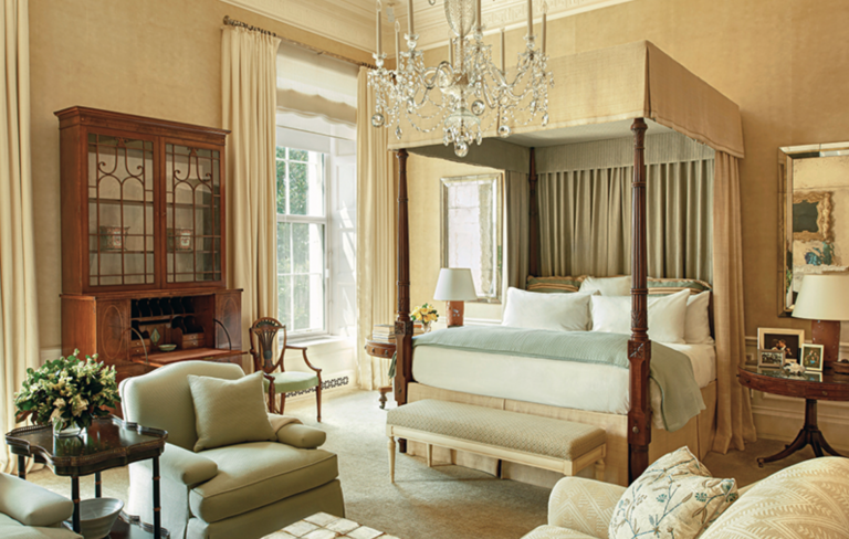 he Main Bedroom, which looks out over the wide South Lawn, had an early-19th-century American four-poster bed, with a raw silk canopy, curtains, and valance. Image: Michael Mundy
